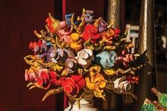 Kleurrijk houten beeldhouwwerk van bloemen in Paraty Stock Afbeeldingen