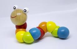 Kleurrijk houten rupsbandstuk speelgoed Stock Afbeeldingen