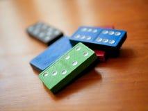 Kleurrijk Houten Toy Dominoes Game Stock Afbeelding
