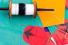 Kleurrijk Indisch vliegers en koord Royalty-vrije Stock Afbeeldingen