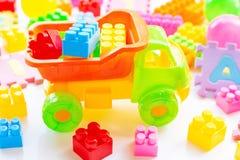 Kleurrijk Jonge geitjesspeelgoed op wit royalty-vrije stock fotografie