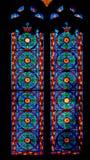 Kleurrijk Kerkgebrandschilderd glas tegen Licht in de Metropolitaanse Kathedraalbasiliek van de Veronderstelling van Onze Dame va Royalty-vrije Stock Foto's
