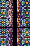 Kleurrijk Kerkgebrandschilderd glas tegen Licht in de Metropolitaanse Kathedraalbasiliek van de Veronderstelling van Onze Dame va Stock Foto's