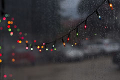 Kleurrijk Kerstmis bokeh geleid licht bij nacht regenachtige dag Royalty-vrije Stock Foto's