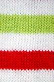 Kleurrijk Kerstmis rood, wit en groen gebreid patroon van de helperhoed van de Kerstman stock foto