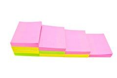 Kleurrijk kleverig nota'sclose-up op wit Royalty-vrije Stock Afbeeldingen