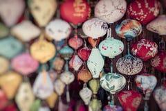 Kleurrijk lantaarns uitgespreid licht op de oude straat van Hoi An Ancie royalty-vrije stock afbeelding
