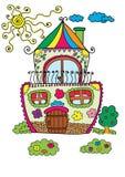 Kleurrijk leuk huis met zon en boom Stock Foto