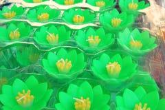 Kleurrijk Lotus-kaarsontwerp, Bloemenkaars die op water drijven royalty-vrije stock foto's