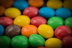 Kleurrijk met chocolade bedekt suikergoed stock foto