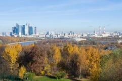 Kleurrijk Moskou in Daling Stock Foto