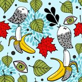 Kleurrijk naadloos patroon met krabbelvogels en bananen Royalty-vrije Stock Afbeelding