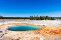Kleurrijk Opal Pool in het Nationale Park van Yellowstone royalty-vrije stock fotografie