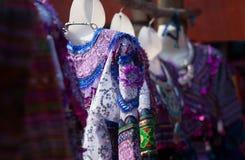 Kleurrijk patroon en details textielkostuum van Aziatische etnisch royalty-vrije stock foto