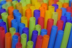 Kleurrijk Plastic het Drinken Stro omhoog dicht Royalty-vrije Stock Fotografie