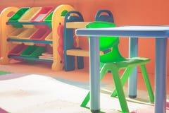 Plastic Stoel Kind : Plastic stoel voor kinderen stock afbeelding afbeelding