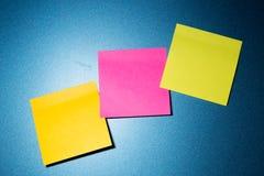 Kleurrijk post-itdocument Stock Fotografie