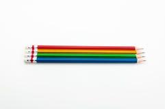 Kleurrijk Potlood in vuistmacht van geschreven woord op wit Stock Foto's