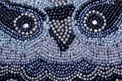Kleurrijk Stikkend Vormend Patroon op Mauve Stof Royalty-vrije Stock Afbeelding