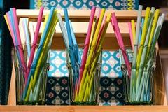 Kleurrijk stro voor een cocktail stock afbeelding