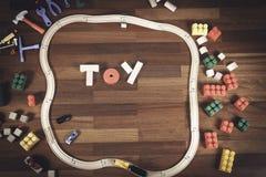 Kleurrijk van het jonge geitjesspeelgoed kader als achtergrond met woordstuk speelgoed van verschillend speelgoed Vlak leg Hoogst Royalty-vrije Stock Afbeeldingen