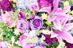 Kleurrijk van kunstmatige plastiek en stoffenbloemen Royalty-vrije Stock Foto's