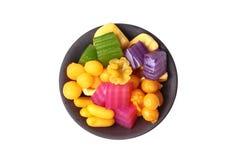 Kleurrijk van Thaise gestoomde laagcake in kubus en gebraden gebakje Gol Royalty-vrije Stock Afbeelding