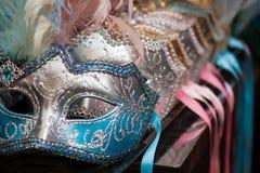 kleurrijk Venetiaans maskerblauw Stock Foto's
