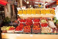 Kleurrijk Vers product op Vertoning in Voedselmarkt royalty-vrije stock afbeeldingen