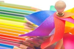 Kleurrijk vuurrad met gekleurde potloden Royalty-vrije Stock Afbeeldingen