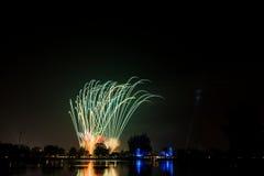 Kleurrijk vuurwerk Stock Afbeeldingen