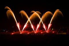 Kleurrijk vuurwerk bij avond Stock Fotografie