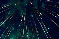 Kleurrijk vuurwerk op de donkere achtergrond van de nachthemel Vakantielicht Royalty-vrije Stock Foto's