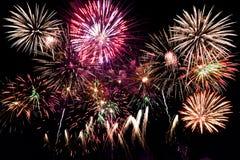 Kleurrijk vuurwerk over nachthemel Royalty-vrije Stock Foto
