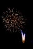 Kleurrijk vuurwerk tegen een zwarte achtergrond 2 Royalty-vrije Stock Fotografie