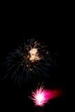 Kleurrijk vuurwerk tegen een zwarte achtergrond 3 Stock Fotografie