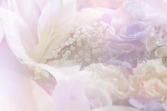 Kleurrijk zoet die bloemboeket op achtergrond wordt geïsoleerd close-up Stock Foto