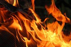 Kleurrijke Abstracte Gloeiende oranje Vlammende Brand als achtergrond Stock Foto's