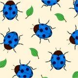 Kleurrijke achtergrond met lieveheersbeestjes en groene bladeren Stock Afbeelding