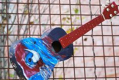 Kleurrijke akoestische gitaarsamenvatting stock foto's