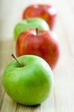 Kleurrijke Appelen Stock Afbeeldingen