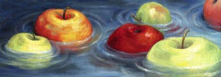 Kleurrijke appelen die op het stroomgebied drijven Royalty-vrije Stock Foto