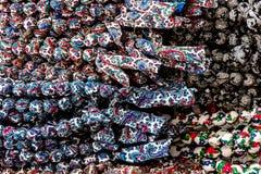 Kleurrijke, kleurrijke kleurrijke armbanden die van stof, textuur worden gemaakt royalty-vrije stock foto's