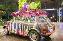 Kleurrijke auto in warenhuis Stock Fotografie