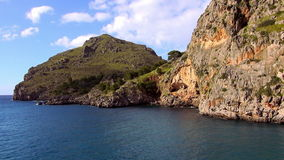 Kleurrijke baai in de Balearen stock video