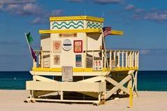 Kleurrijke Badmeester Tower in Zuidenstrand, het Strand van Miami Royalty-vrije Stock Foto's