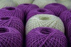 Kleurrijke bal van garen stock foto