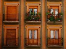 Kleurrijke balkons en vensters, Granada Royalty-vrije Stock Foto's