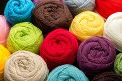 Kleurrijke Ballen van Garen Stock Afbeelding