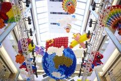 Kleurrijke ballondecoratie bij de ballon van de de aardebrand van de wandelgalerijsupermarkt Royalty-vrije Stock Foto